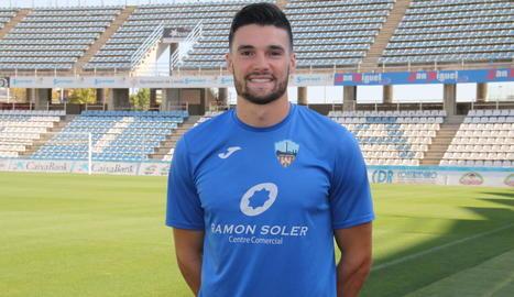 Després d'un control estratosfèric, Javi López es disposa a connectar la vaselina per sobre del porter Cristian Rivero, que suposava el 3-0.