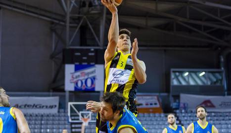 Xavier Mendiburu va tornar a ser la referència del Pardinyes en atac, i va anotar 28 punts.