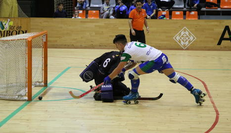 Darío Giménez va marcar el 4-2 amb aquest llançament de falta directa.