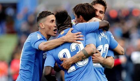 Els jugadors del Getafe celebren el gol que els va donar la victòria ahir amb l'Espanyol.