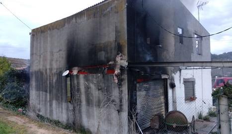 El foc ha cremat part de la casa.