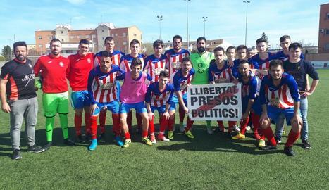 Els jugadors de l'Agramunt, abans del partit de diumenge passat davant el Guissona B.