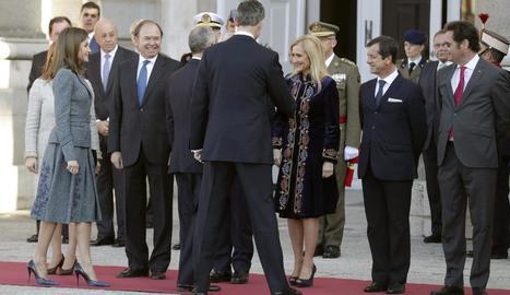 Cifuentes saluda el president portuguès, de visita a Madrid.