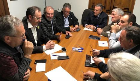 Reunió del gabinet de crisi amb Joan Reñé, Albert Alins i alcaldes.