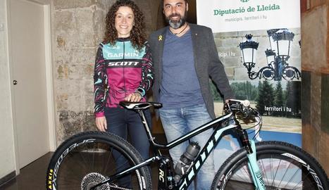 Ramona Gabriel, ahir amb el diputat Francesc Sabanés.