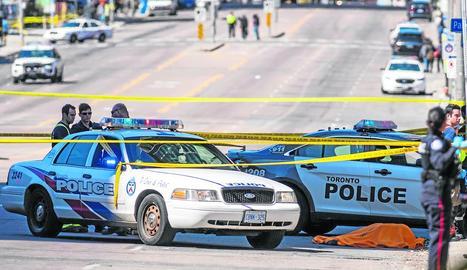El dispositiu que es va desplegar per l'atropellament a Toronto, on van morir almenys nou persones.