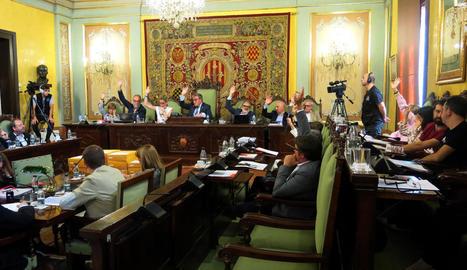 El moment en què PSC, Cs, PP i Salmeron van votar a favor del nou POUM.