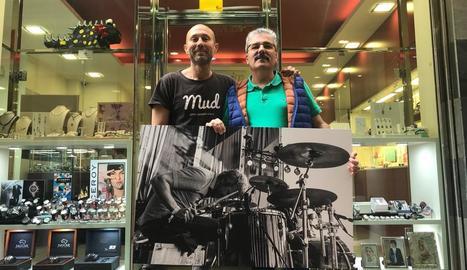 El fotògraf Rafa Ariño i el president de l'Eix, Llorenç González.