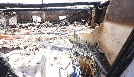 Imatge de l'estat en què va quedar un dels dos habitatges afectats per l'incendi.
