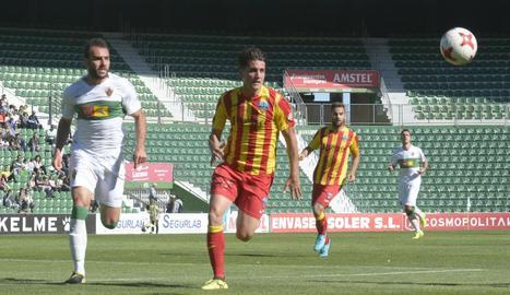 Juanto Ortuño, en una acció del partit que el Lleida va jugar diumenge a Elx.
