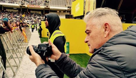 Hector Suñol, durant la filmació del documental en un concert.