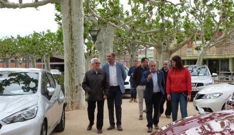 Les autoritats van visitar ahir al matí els vehicles exposats a les Borges.