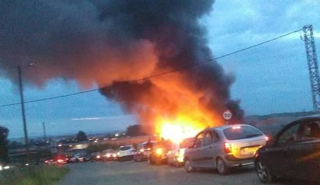 Espectacular incendio de palets en Lleida