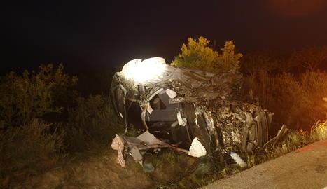 Imatge del vehicle en el qual viatjaven dos de les víctimes mortals.