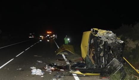 Estat en què va quedar la furgoneta d'assistència a la carretera després del sinistre.