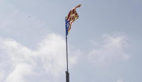 Anglesola restitueix l'estelada del Telègraf, robada en 15 ocasions des de 2012