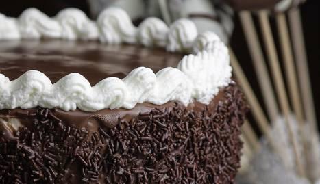 Per un pastís alt (layer cake) de 18 cm de diàmetre: