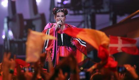 Netta Barzilai interpretant el tema amb què es va endur amb el triomf al certamen.