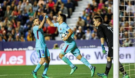 El davanter uruguaià, com la resta de companys, va acabar posant-se de genolls davant d'un Llevant que va sortir amb més ambició i intensitat que els blaugranes.