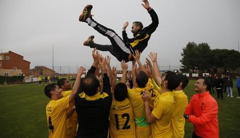 Celebració de l'Alcoletge per la victòria durant el partit contra l'Alguaire