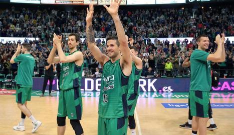 Els jugadors de la Penya van agrair a l'afició el suport.