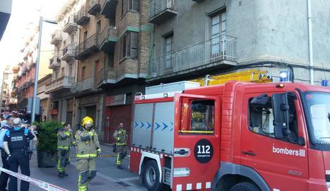 Fins al lloc del foc es van desplaçar tres dotacions de bombers.