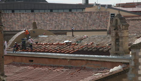 Així estaven les obres ahir a l'oratori dels Dolors. La teulada ja està pràcticament acabada.