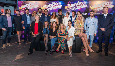 Els concursants, amb els presentadors i el jurat.