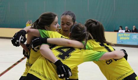 Jugadores del Vila-sana celebren un gol en un partit d'aquesta temporada.