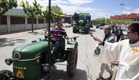 Un total de 55 tractors i dos carretes van desfilar per Cervera.