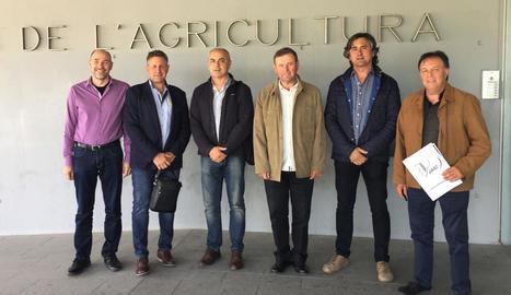 Francesc Xavier Vela, quart per l'esquerra, amb altres dirigents de JARC, després de la designació.