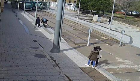 VÍDEO. Així assaltava les seues víctimes un lladre a Barcelona