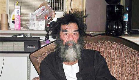 Mesos després de la invasió de l'Iraq, Saddam Hussein és capturat