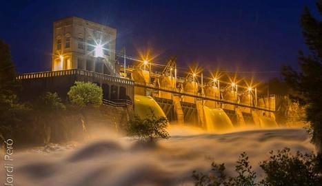 La presa de Sant Antoni, propietat d'Endesa, desembassant.
