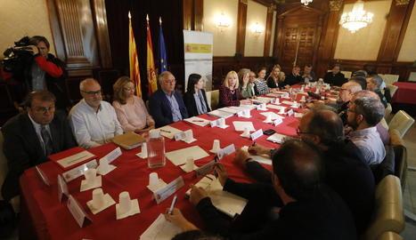 Els sindicats van aprofitar la reunió de la Taula per reclamar un acord del conveni del sector.