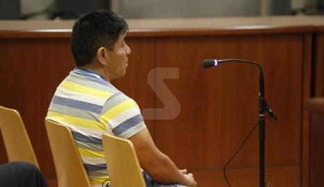 L'acusat de violar les seues dos filles, aquest dijous a l'Audiència de Lleida.