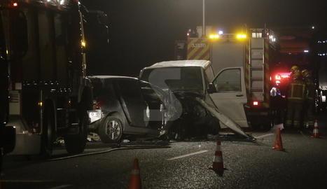 Estat en el qual van quedar els dos vehicles implicats en el xoc, als afores de Lleida