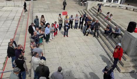 L'assemblea de la Marea Pensionista, ahir al matí a la plaça Sant Joan.