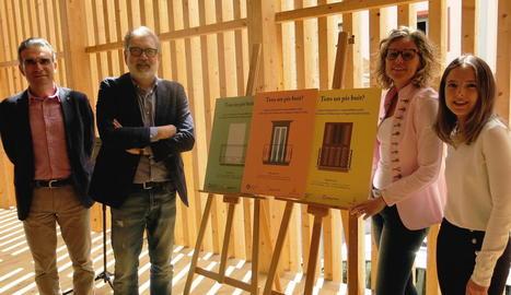 La campanya ha estat dissenyada per Cristina Melchor, a la dreta, una usuària de la Casa de Fusta.