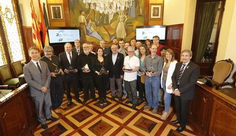 Autoritats, membres del jurat i premiats, ahir, després de l'acte d'entrega a la Diputació.