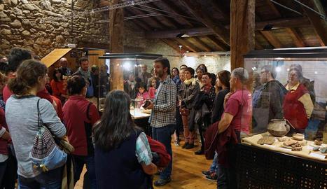 Unes 85 persones van assistir a la inauguració de la mostra a l'Ecomuseu de les Valls d'Àneu.