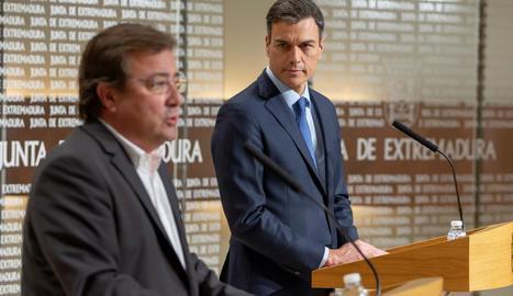 Pedro Sánchez, al costat del president de la Junta d'Extremadura.