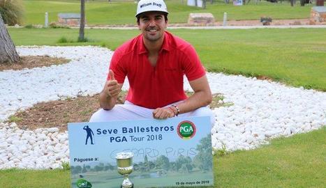 Gerard Piris posa amb el trofeu que va guanyar a Ciudad Real.