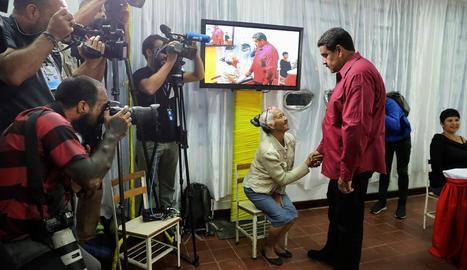 Els veneçolans voten cap d'estat per encarar la crisi del país