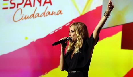 Marta Sánchez va cantar a cappella la versió de l'himne a la presentació de la plataforma de Cs.