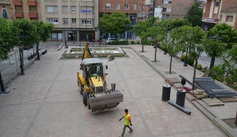 L'inici de les obres a la plaça de l'ajuntament.