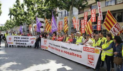 La mobilització dels sindicats davant de la COELL.