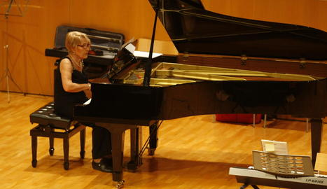 Una de les participants en la clausura del curs de piano.