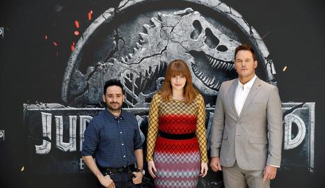 J.A. Bayona, Chris Pratt i Bryce Dallas Howard, ahir a Madrid.