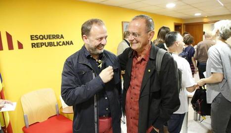 Miquel Pueyo, a la dreta, amb Carles Vega, que relleva com a alcaldable.